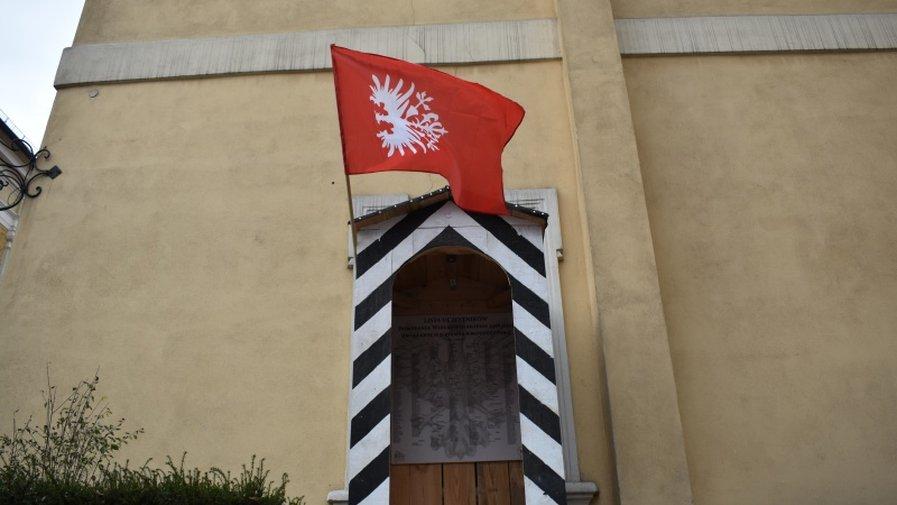 Wystawa plenerowa w wartowni przed budynkiem krotoszyńskiego Muzeum Regionalnego