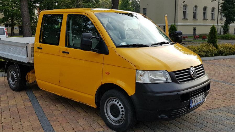 Sprzedaż samochodu ciężarowego Volkswagen Transporter T5
