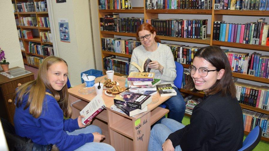 Spotkanie Dyskusyjnego Klubu Książki w Krotoszyńskiej Bibliotece Publicznej